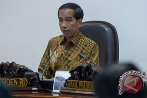 Presiden: Pecat pejabat persulit izin sembako