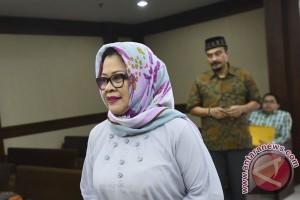 Di persidangan Dewie Limpo mengaku tidak bersalah