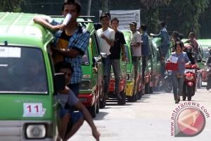 Aksi Longmarch Supir Angkot