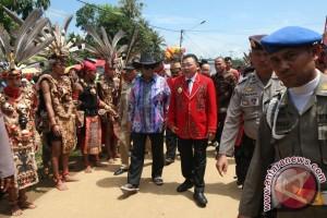 Oesman Sapta hadiri upacara adat Naik Dango di Mempawah