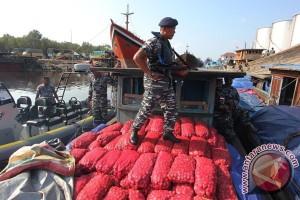 Polisi sita 95 ton bawang ilegal di Aceh