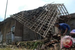 Puluhan rumah rusak diterjang puting beliung