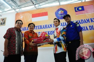 Malaysia Bantu Pemadam Kebakaran Pontianak