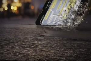 Motorola pecahkan Galaxy S7 dan iPhone dalam iklan barunya