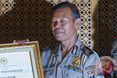 Bripka Seladi si polisi jujur dapat penghargaan dari Kapolri