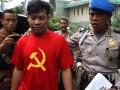 TNI Amankan Pemuda Berkaos Palu Arit