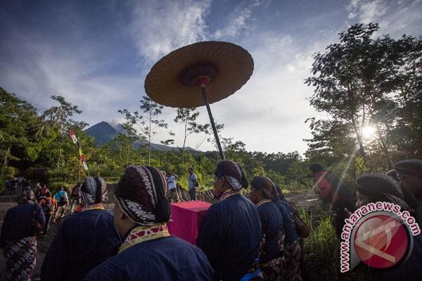 "Keraton Yogyakarta serahkan ""ubo rampe"" labuhan Merapi"