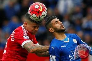 Manchester United tunda pesta juara Leicester setelah imbang 1-1