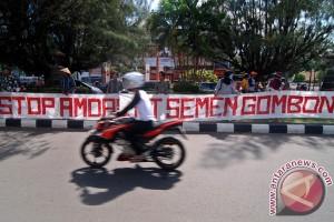 Demo Tolak Pabrik Semen Gombong