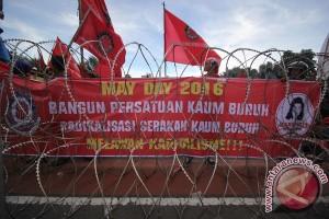 Unjuk Rasa Buruh Surabaya