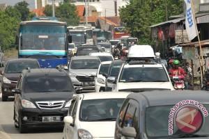 Tol baru dalam sinisme kemacetan arus mudik