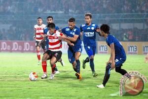 Madura United tahan imbang Arema 0:0