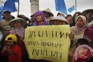 Nelayan Protes Tambang Pasir Laut