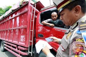 DLLAJ Kabupaten Bogor tilang tiga mobil Jakarta