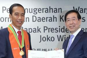 President Jokowi awarded status of honorary resident of Seoul