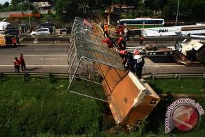 JPO Pasar Minggu roboh, tiga orang tewas