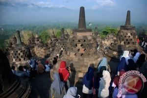 Hujan deras warnai Dharmasanti Waisak di Borobudur