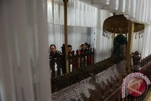Pengunjung Makam Sunan Bonang Tuban membeludak