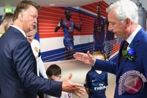 Van Gaal ogah bahas rumor Mourinho akan latih MU