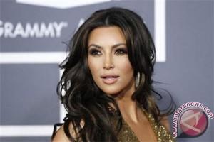 Kim Kardashian ditodong pistol di Paris