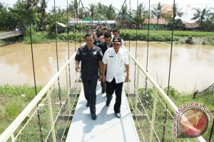 PT Asabri Persero bangun jembatan di Desa Muara Karawang