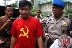 Polisi tangkap pengusaha konveksi penyebar kaos PKI