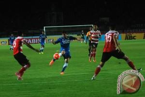Madura United tahan imbang Persib 0-0
