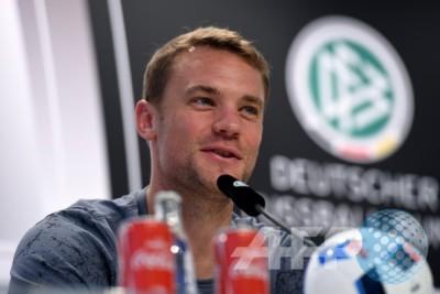 Kiper Bayern Neuer istirahat karena cedera kaki