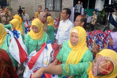 """Presiden Jokowi """"blusukan"""" ke Kwitang bagikan ribuan sembako"""