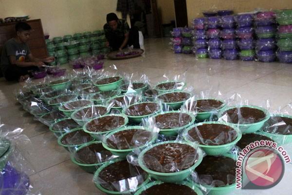 Jelang Lebaran Ketupat warga produksi dodol jaton
