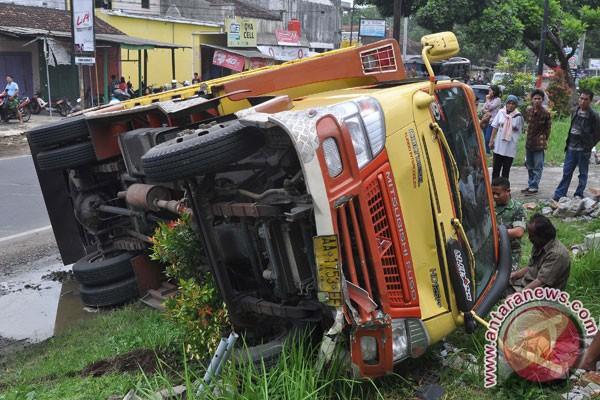 ... kecelakaan setelah menyerempet sepeda motor, korban kecelakaan