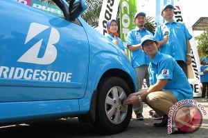 Bridgestone kampanye keselamatan ban di KM57 Tol Cikampek