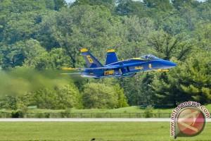 Pesawat terbang aerobatik Blue Angels dan Thunderbirds jatuh