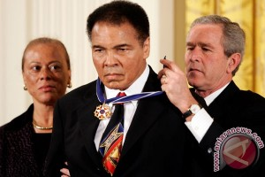 Putra ikon tinju Muhammad Ali ditahan di bandara Florida
