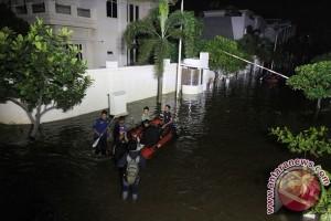 Pantai Mutiara Penjaringan banjir akibat tanggul jebol