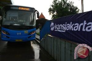 Masyarakat menengah Bekasi beralih ke transportasi massal