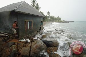Abrasi Pulau Tikus Bengkulu semakin parah