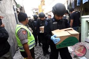 Empat terduga teroris di Surabaya menjadi tersangka