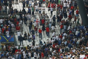 Euro 2016 - Prancis pulangkan 20 hooligan Rusia