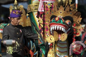 President Jokowi joins parade to mark opening of Bali Art Festival