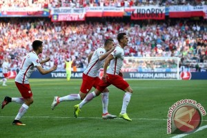 Polandia ungguli sementara Kazakhstan 2-0