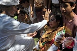 Penari Bali Kesurupan