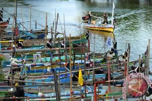 Berhenti melaut lima bulan, nelayan Kupang alih profesi