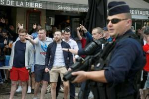 Euro 2016 - Perusuh Inggris bikin ulah di Lille