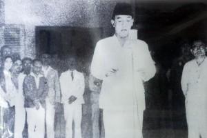 "Antara doeloe : ""Microphon keramat"" 1945 diserahkan ke Presiden Sukarno"