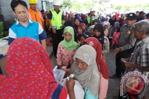 Kementerian BUMN bagi sembako murah di Tolitoli