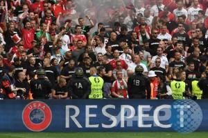 Euro 2016 - UEFA hukum Hongaria, Belgia, dan Portugal terkait kerusuhan