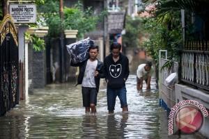 Hujan deras dan angin kencng landa Sumut