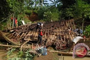 Ribuan rumah di Sukabumi rusak akibat bencana