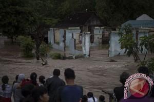 386 keluarga mengungsi akibat banjir di Cilacap